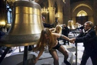 El tribunal francés absuelve a las Femen que protestaron en Notre Dame