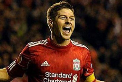 Gerrard salva al Liverpool y el Dortmund zarandea al Arsenal
