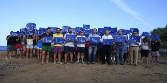 Bauzá se une en Ibiza a una 'perfomance' de NNGG para rechazar las prospecciones
