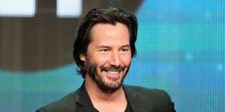 Keanu Reeves se pone de rodillas para conmover a sus seguidores