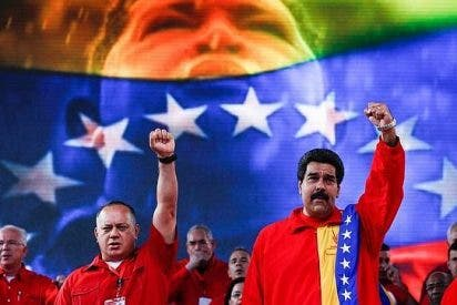 """Maduro defiende el """"Chávez Nuestro"""""""