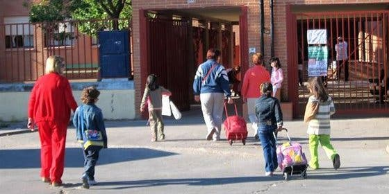 Los médicos advierten de los peligros de las mochilas escolares