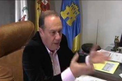 """Un alcalde del PP se 'calienta' en un pleno y dice que """"las faldas están para quitarlas"""""""