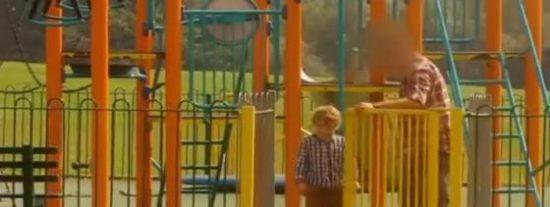 [Vídeo] La pasmosa facilidad con la que un niño se va con un extraño pone los pelos de punta