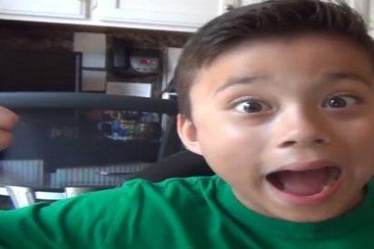 El niño de 8 años que gana un millón al año subiendo vídeos a YouTube juega sobre seguro