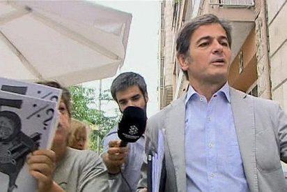 Catalanes cabreados insultan a Jordi Pujol y a su hijo Oriol a las puertas de su domicilio