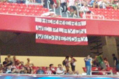 Este aficionado del Athletic se acuerda de Ander Herrera con esta pancarta