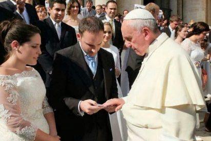 Una madre soltera y su nuevo compañero, entre las parejas que casará el Papa