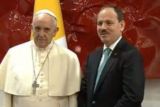 """Francisco denuncia a los grupos extremistas que """"ponen a Dios como pretexto para la violencia"""""""