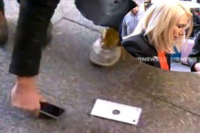 [Vídeo] El primer comprador del iPhone 6 es un manazas: lo enseña a TV en directo... ¡y se le cae al suelo!