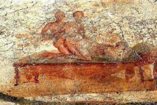 Detenidos por hacer un trío en Pompeya tratando de reproducir una de las pinturas sexuales