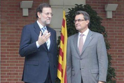 El País y La Vanguardia equiparan la desobediencia de Mas con la negativa de Rajoy a negociar