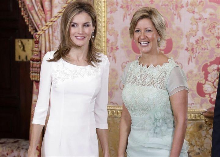 La Reina Letizia radiante de nuevo de blanco