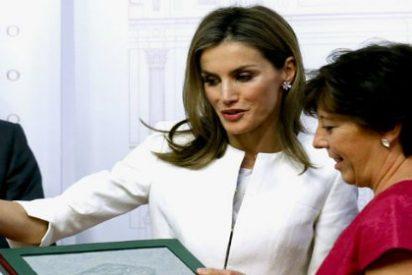 La Reina Letizia pone 'firme' a la prensa por los viejos tiempos
