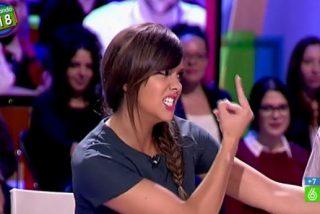 """Pillan a una 'enloquecida' Cristina Pedroche haciéndole una """"peineta"""" a Miki Nadal en directo: """"¡Esto es una vergüenza!"""""""