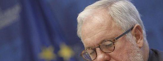 Los socialistas echan un capote a Cañete en la Eurocámara y avalan su declaración de intereses