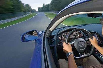 Los errores más 'tontos' que cometemos al volante y que pueden costarnos muy caros