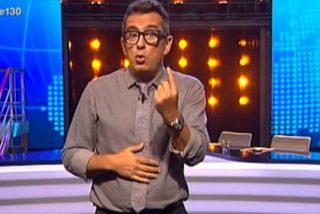 """Buenafuente: """"Pablo Iglesias sale en todas las teles y Rajoy solo en una, en el plasma del PP"""""""