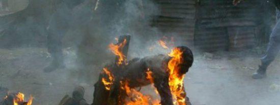 Unos chalados queman vivos a 7 ancianos acusados de brujería