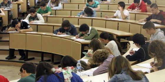El 27% de los estudiantes universitarios españoles recibe becas