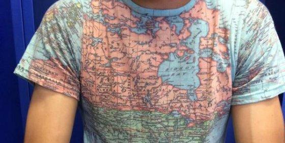 David Navaro se 'rie' de la camiseta de su compañero