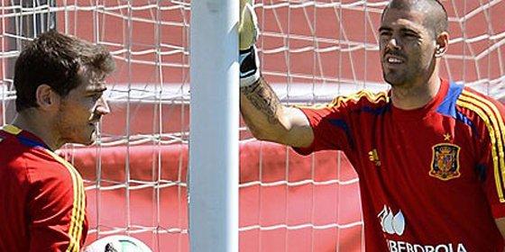 Casillas le puede dejar sin equipo a Valdés