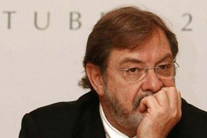 Las deudas de juego de Cebrián pasan factura a 'El País' y la SER