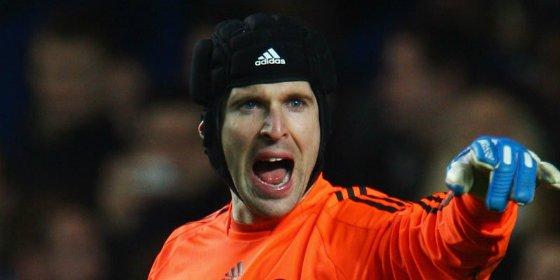 Cech se harta de Mourinho y amenza con salir