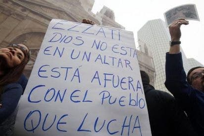 Cientos de chilenos se manifiestan por Aldunate, Puga y Berríos