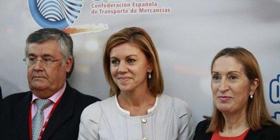 Ana Pastor anima a los transportistas porque cree que la situación mejorará en 2015