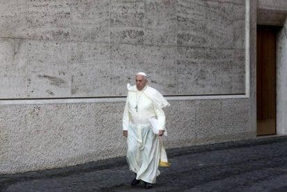 """""""Reza por mí; la derecha eclesial me está despellejando. Me acusan de desacralizar el papado"""""""