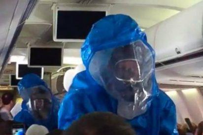 """[Vídeo] ¡Pánico a bordo! Aislan un avión por la broma de un 'gracioso': """"Tengo ébola, estáis jodidos"""""""