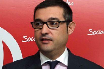 El PSOE acusa al popular García-Tizón de haber gastado 100.000 euros en galas líricas y una bandera bordada
