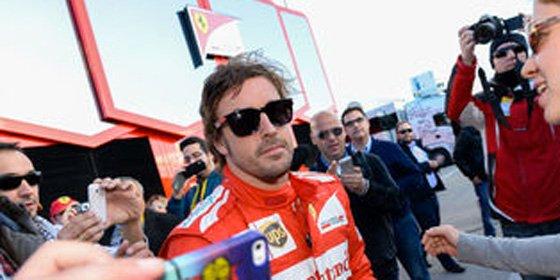 Alonso negocia su fichaje con Honda