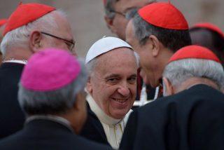 Francisco abre la Iglesia de la misericordia a divorciados, gays y parejas de hecho