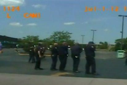 El vídeo del mendigo a quien fusila la Policía de 46 disparos sin venir a cuento