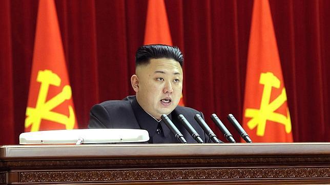 A Kim Jong-un se le han fracturado los tobillos por llevar tacones y comer tanto queso suizo