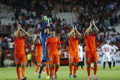 El Valencia hace oficial la marcha de dos jugadores