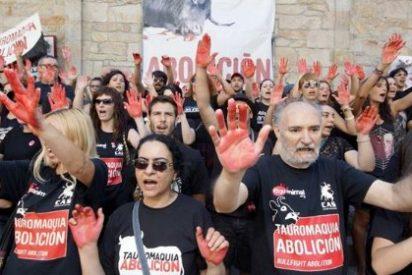 Una treintena de personas pide justicia por el perro Excalibur en Cuenca