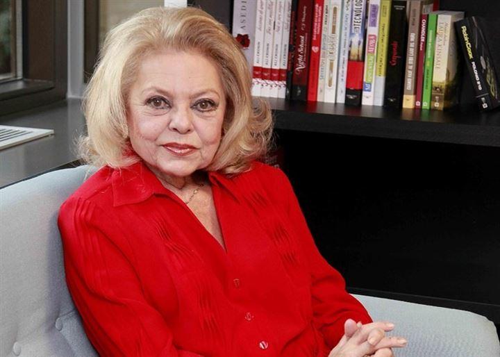Mayra Gómez Kemp, la mítica presentadora del 'Un, dos tres', presenta sus memorias