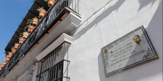 Moguer inaugura la muestra 'Platero y yo en papel prensa'