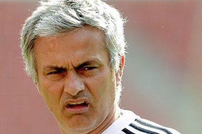 Wenger empuja a Mourinho en pleno partido