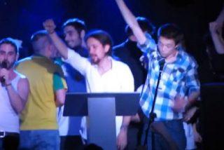 Líderes de Podemos cantando 'La Internacional' junto a un rapero proetarra y ¿borrachos como cubas?