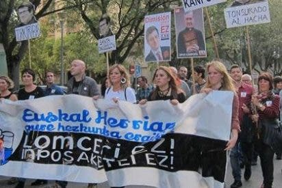 Manifiestación en Pamplona para mostrar su rechazo a la implantación de la LOMCE