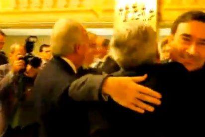 El abrazo envenenado de Pedrojota a Casimiro en el 25 aniversario de El Mundo