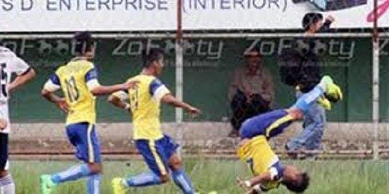 Un futbolista muere al celebrar un gol