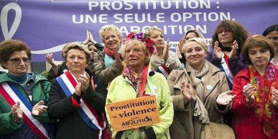 Una exprostituta muy dicharachera se patea 800 kilómetros para pedir que se multe a los clientes