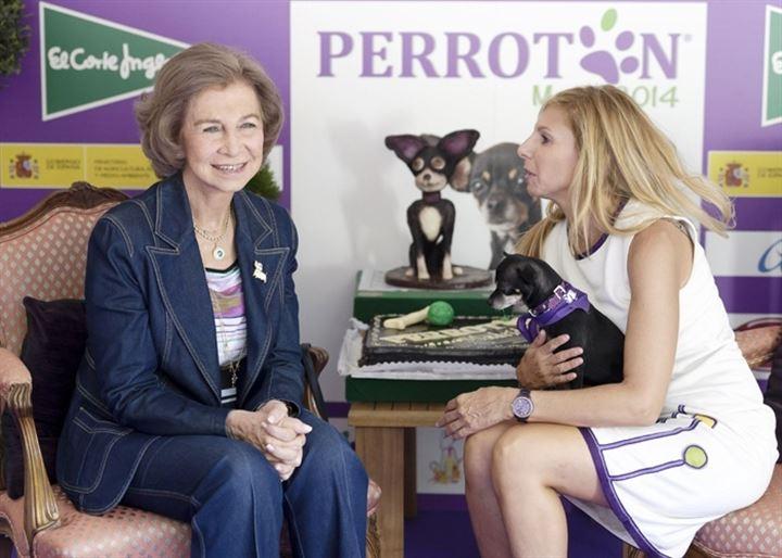 La Reina Sofía, en el IX Salón de la adopción de animales de compañía de la Comunidad de Madrid