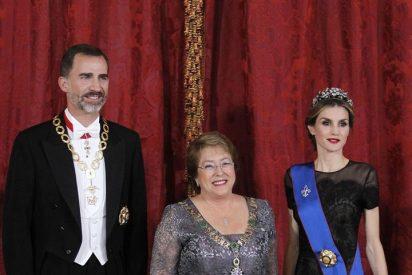 Los Reyes ofrecen una cena de gala a la presidenta de Chile, Michelle Bachelet