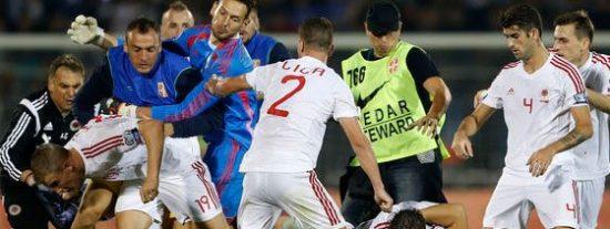 Se veía venir: los futbolistas del Serbia-Albania resucitan rencillas nacionalistas y acaban a palos